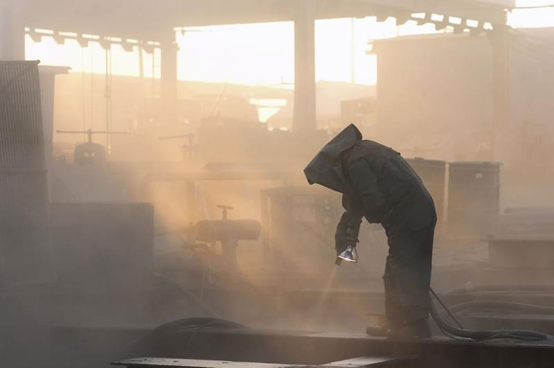 Sandblasting: preventing the risks associated with the dusts generated